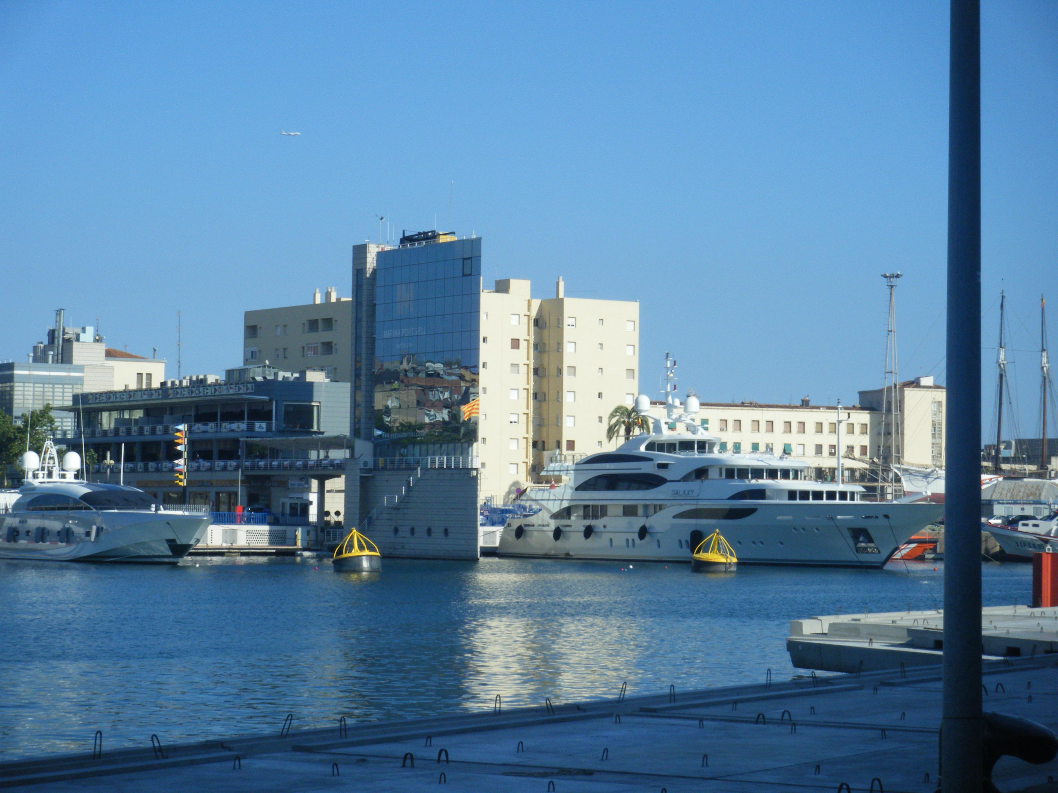 Shooting Star und Galaxy im Hafen von Barcelona, Aufnahmedatum 10.8.13