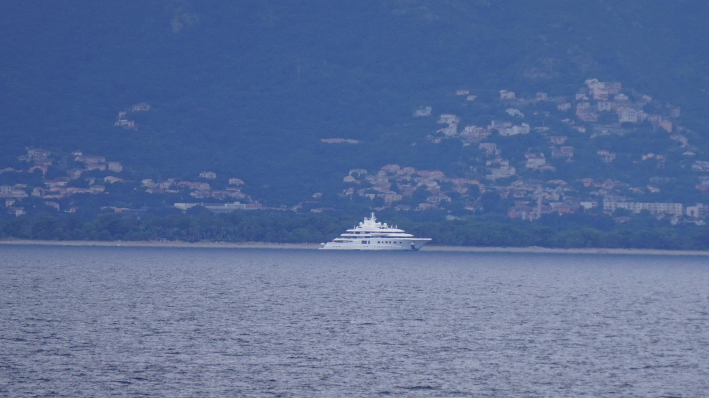 Quantum Blue, 104m Lürssen Yacht