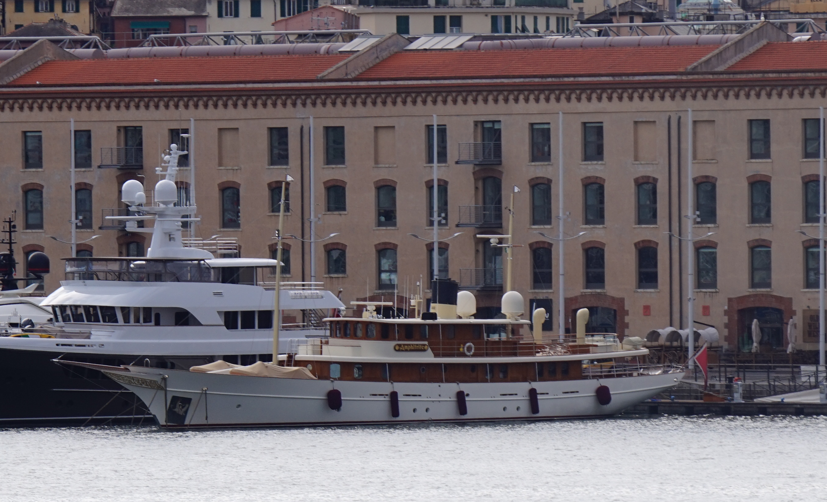 Amphitrite Superyacht in Genua, Italien
