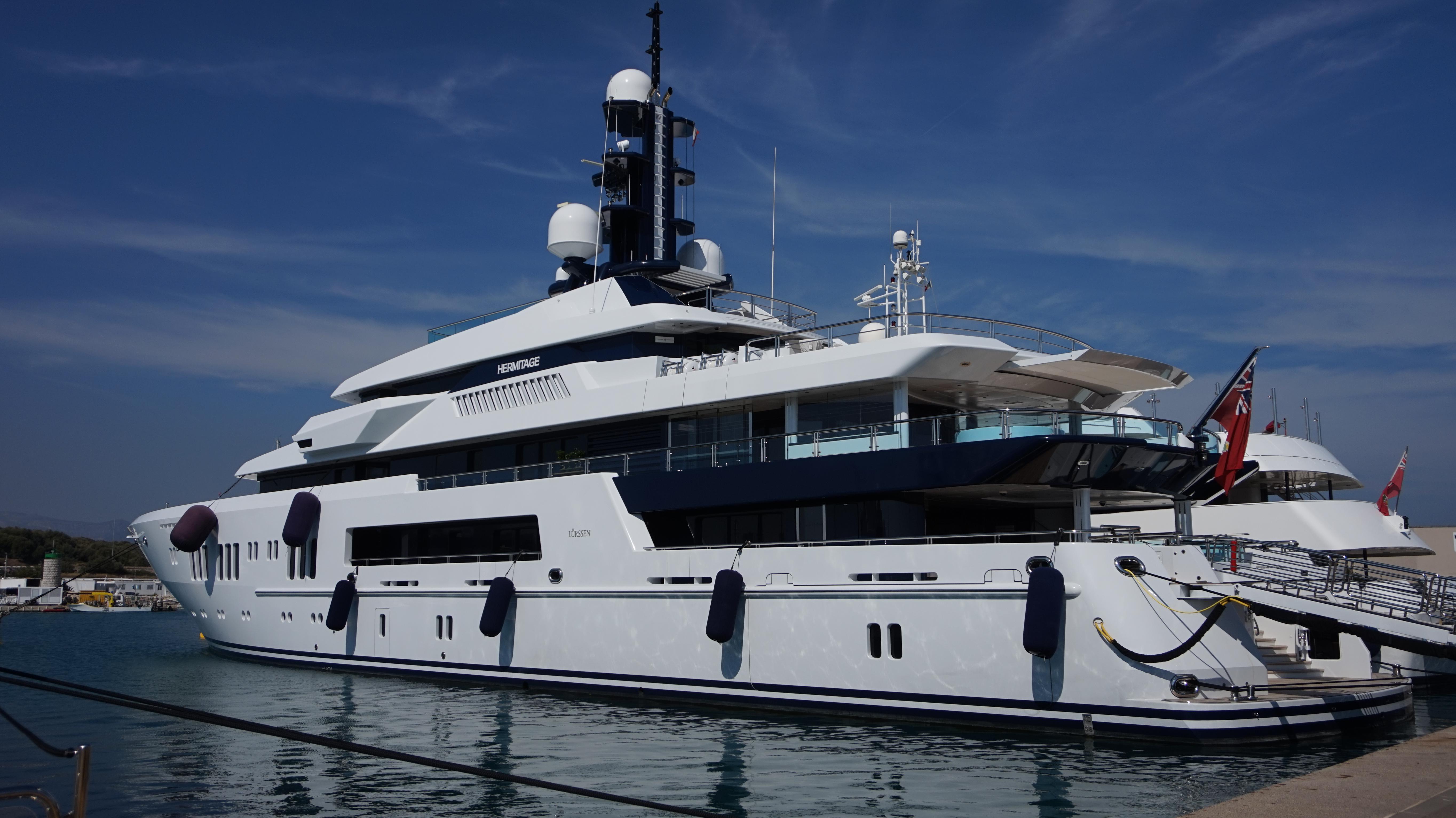 68 Meter Superyacht Hermitage im Hafen von Antibes 2014