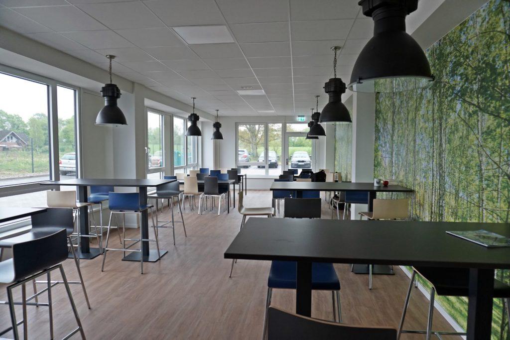 Licht durchflutet und viel Platz für die Mitarbeiter bietet der neue Pausenraum.
