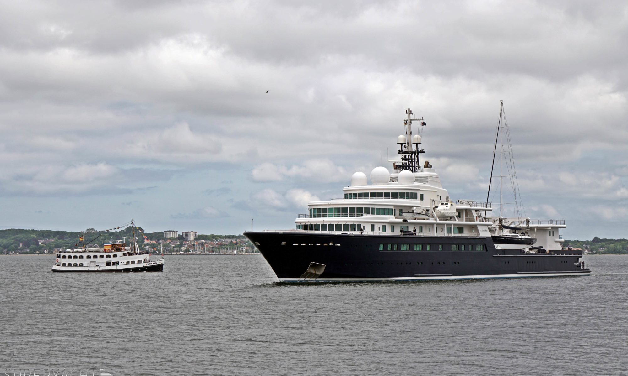 Le Grand Bleu was built in 2000 at Bremer Vulkan shipyard in Germany. This 113m megayacht is equipped with many tenders and toys!